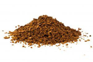 Ein Häufchen Instant-Kaffee-Granulat